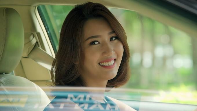 <p> Dù từng lọt top 10 Hoa hậu Việt Nam, Hân lại có cách cư xử thiếu tinh tế. Cô bị đánh giá tham lam, hẹp hòi bởi trong khi chồng làm ăn thua lỗ, Hân chỉ biết trách móc, dè bỉu và chửi bới chồng. Không những thế, cô còn luôn ganh đua với chị gái (Lê Phương) làm mối quan hệ gia đình luôn trong tình trạng căng thẳng.</p>