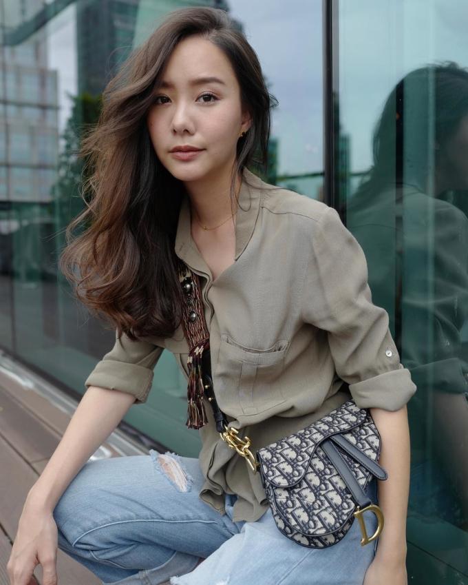 """<p> Không chỉ """"làm mưa, làm gió"""" ở châu Âu, cơn sốt mang tên Saddle bag còn lan sang tận châu Á. Nữ diễn viên Thái Toey Jarinporn diện mẫu túi tương tựDenni Elias.</p>"""