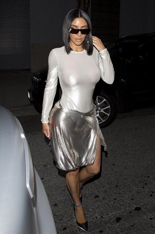 Người theo dõi của Kim sụt giảm cả trăm nghìn trên Instagram, bị hai cô em Kylie - Kendall Jenner cho hít khói.
