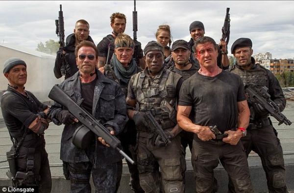 Dàn diễn viên toàn sao hành động của phim.