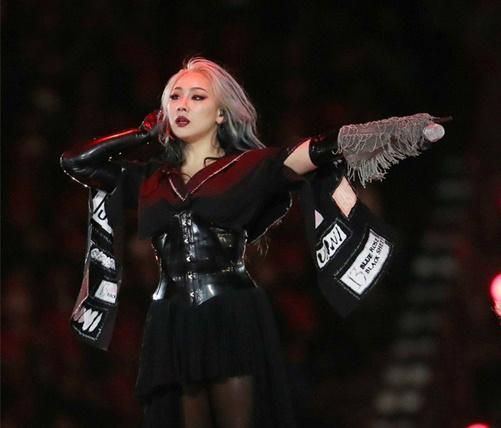 Hồi tháng 2, CL còn bùng nổ sexy trên sân khấu bế mạc Olympic Pyeong Chang.