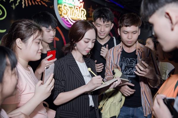 Sau thành công vang dội của ba tập phim chiếu trên YouTube, Thu Trang vinh dự nhận nút play vàng của Youtube chỉ trong vòng 1 tháng.Chỉ trong thời gian ngắn, kênh của nữ danh hài đã đạt hơn 1,5 triệu người đăng kí theo dõi kênh. Cơn sốt Thập Tam Muội được chứng minh qua các con số ấn tượng về lượt người xem: 31 triệu cho tập 1, 29 triệu cho tập 2 và 24 triệu cho tập 3 (chỉ trong vòng 2 tuần).
