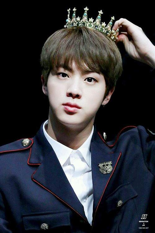 Nếu Hàn Quốc muốn làm lại bộ phim Goong thì Jin ứng cử viên sáng giá vào vai Hoàng tử.