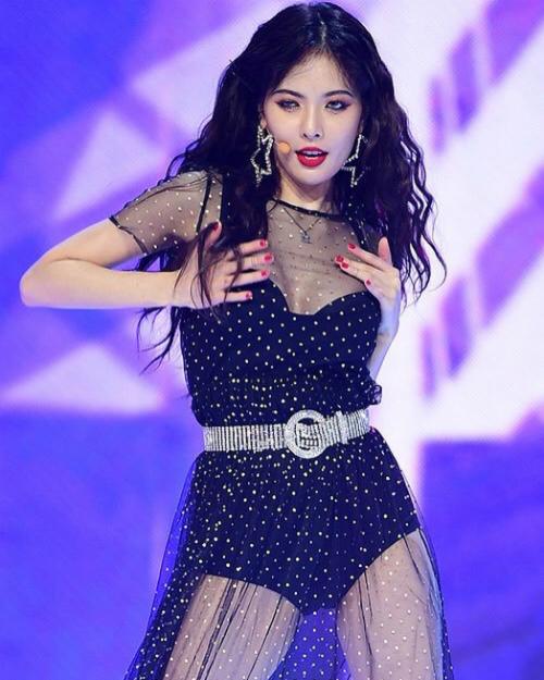 Nhiều fan cho rằng không cần làm lố bằng những bộ cánh táo bạo và vũ đạo phản cảm, Hyun Ah cũng đã có đủ sức hút.