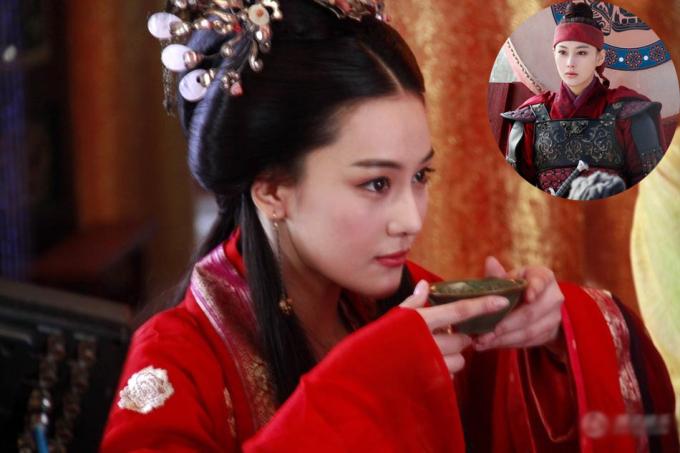 <p> Trong <em>Tinh trung Nhạc Phi</em> (2013), Trương Hinh Dư chỉ đóng vai phụ nhưng được nhận xét lấn át cả nữ chính Lâm Tâm Như nhờ nhan sắc rực rỡ, tạo hình biến hóa và tính cách nhân vật thu hút. Cô thủ vai Lương Hồng Ngọc, một nữ anh hùng của nhà Tống trong cuộc chiến chống quân Kim. Trên phim, Trương Hinh Dư khi thì xuất hiện với tạo hình giả trai xung phong trên sa trường khi lại trở thành mỹ nữ dịu dàng.</p>