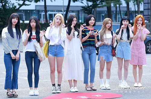 Đây là lần đầu tiênnhóm DIA quảng bá với đội hình 8 người. Thành viên Eun Jin quyết định rời nhóm vì vấn đề sức khỏe.