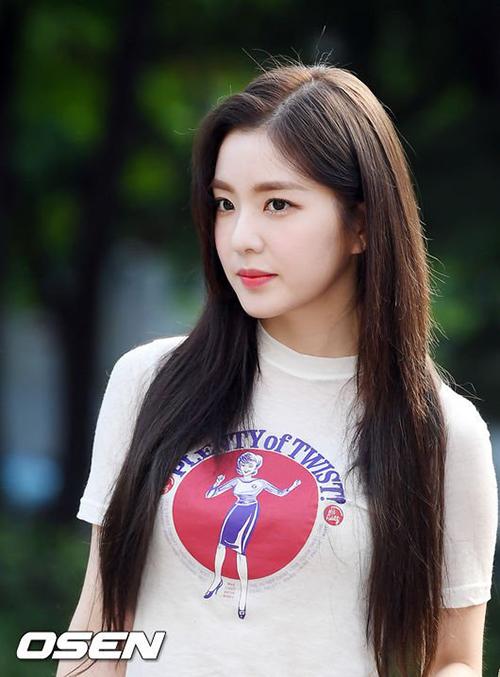 Irene vẫn giữ vững phong độ, trở thành nhân vật hút ống kính nhất trên đường đi làm.