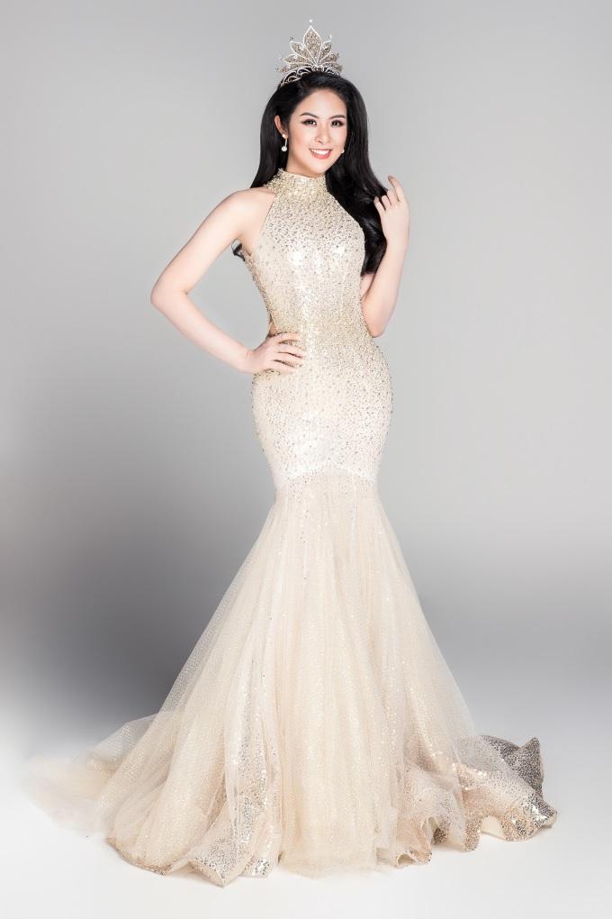 <p> Hoa hậu Việt Nam 2010 - Đặng Thị Ngọc Hân. Cô hiện là nhà thiết kế áo dài thành công.</p>