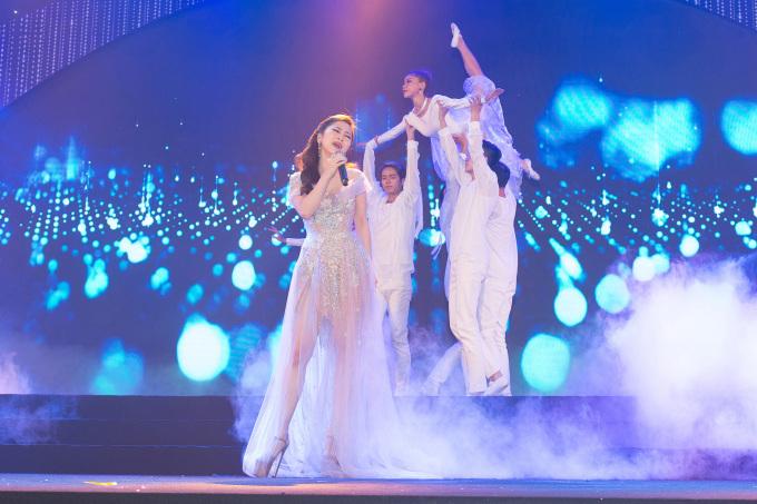 """<p> Sau hit quốc dân """"Em gái mưa"""", Hương Tràm vừa được ghi nhận ở """"Duyên mình lỡ"""" đạt 60 triệu lượt nghe và hơn 33 triệu lượt view chỉ sau gần 2 tháng.</p>"""
