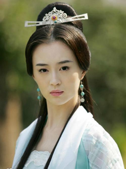 Lưu Cạnh già hơn so với nhân vật của mình.