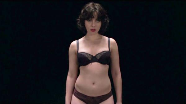 Bộ phim đầu tiên bom sex Scarlett Johansson có cảnh nude lộ 100% cơ thể