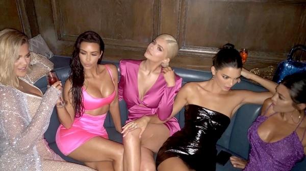 Năm chị em nhà Kim trong tiệc sinh nhật Kylie ngày 10/8 vừa qua.