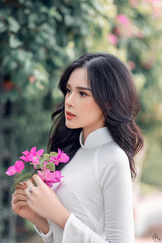<p> Vẻ đẹp nhẹ nhàng kiểu hot girl giúp Huyền Trang gây được thiện cảm.</p>