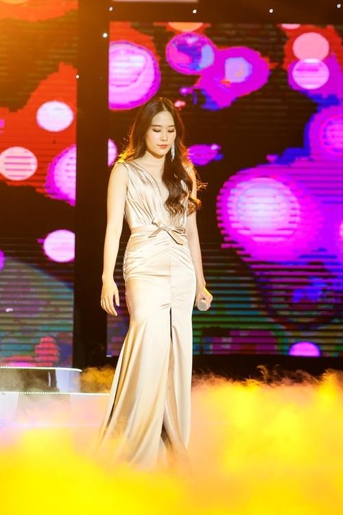 Nam Em mở đầu với ca khúc Nỗi nhớ hóa băng - bài hát đã được cô phát hành MV vào tháng 6/2018. Bài hát là cảm xúc của một cô gái có tình cảm sâu đậm với một người đàn ông nhưng đau khổ khi biết rằng mãi mãi không thể với tới được.