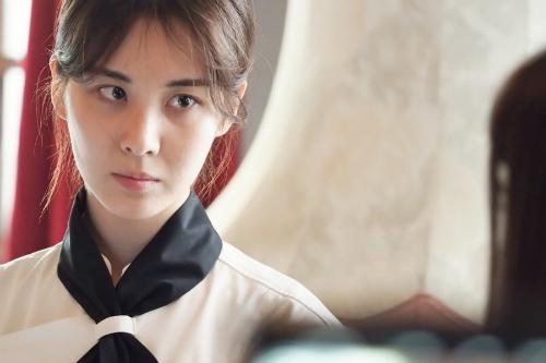 Ánh mắt sắc bén của nữ diễn viên.