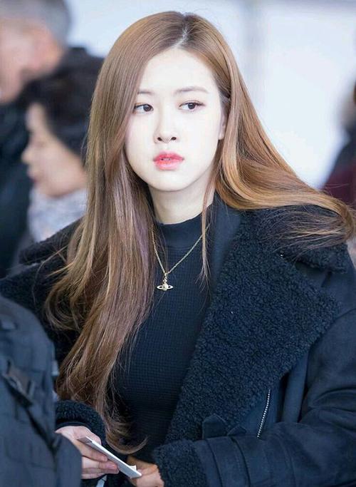 3 màu tóc nâu của idol Hàn giúp da sáng bừng không cần đánh phấn