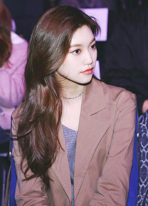 3 màu tóc nâu của idol Hàn giúp da sáng bừng không cần đánh phấn - 6
