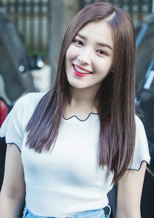 3 màu tóc nâu của idol Hàn giúp da sáng bừng không cần đánh phấn - 7
