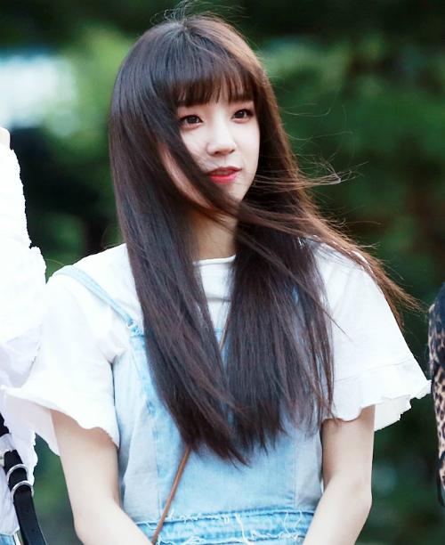 (G)I-DLE gây sốt với ca khúc mới HANN. Yuqi được đánh giá là một trong những visual thế hệ mới, nét đẹp đáng yêu như cô em gái.