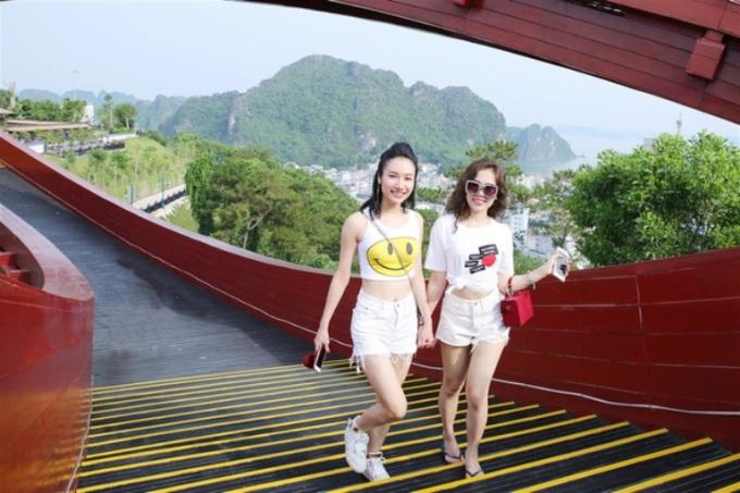 Giới trẻ lại phát sốt với cầu Koi Hạ Long 'cứ đứng vào là đẹp'