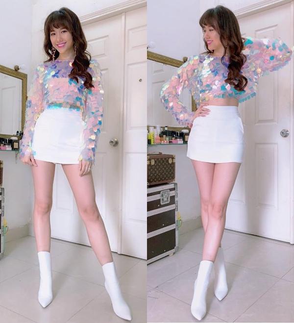Thiết kế croptop pha màu ảo diệu mang đến vẻ ngoài vừa sexy, vừa ngọt ngào cho Hari Won.
