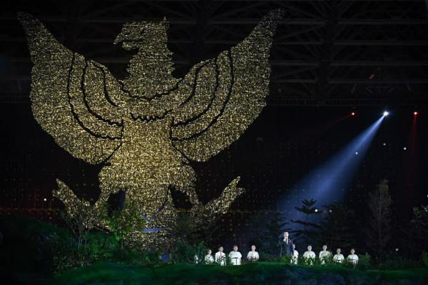 Biểu tượng đại bàng của Indonesia với tên gọi Garuda Pancasila được tái hiện. Ảnh: AFP.