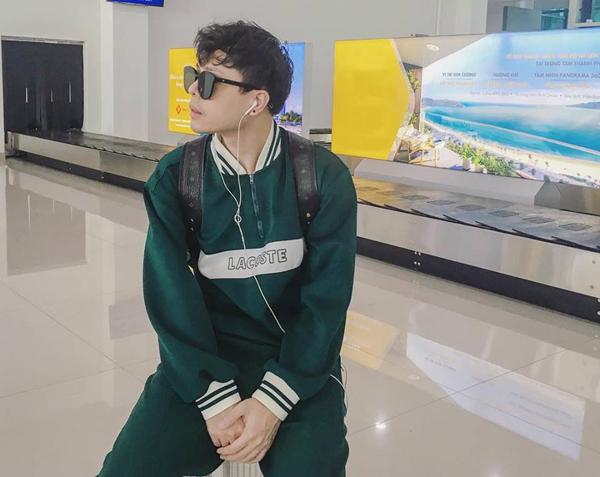 Trịnh Thăng Bình điển trai chẳng kém trai Hàn ở sân bay.