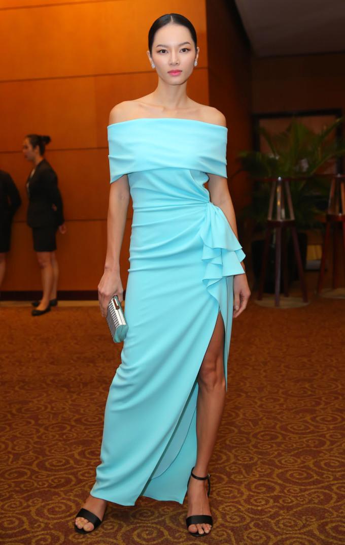 <p> Bảo Hòa diện bộ cánh xanh khoe vai trần. Khá lâu rồi mới thấy nữ người mẫu - diễn viên tái xuất.</p>