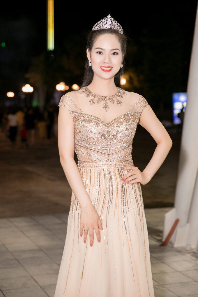 """<p> Hoa hậu Việt Nam 2002 Mai Phương trở lại sau một thời gian gần như """"mất tích"""" để tập trung vun vén gia đình nhỏ, chăm lo cuộc sống riêng.</p>"""