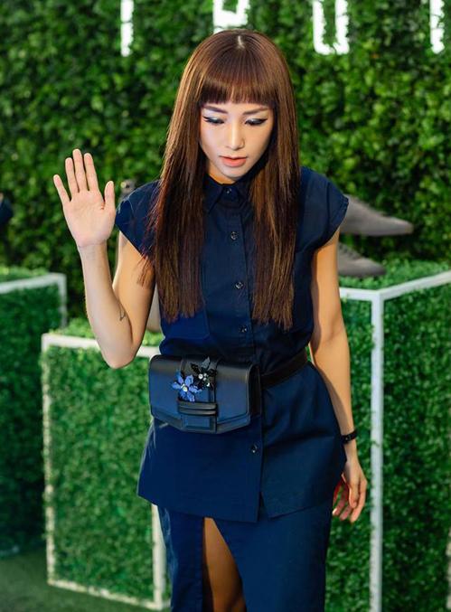 Cách đây ít ngày, hot girl Hà thành Sa Lim cũng gây chú ý khi đi sự kiện với kiểu tóc gần như giống hệt Hương Giang. Cả hai đều lấy hình mẫu Nữ hoàng Cleopatra làm nguồn cảm hứng, tạo nên kiểu tóc rất high fashion.