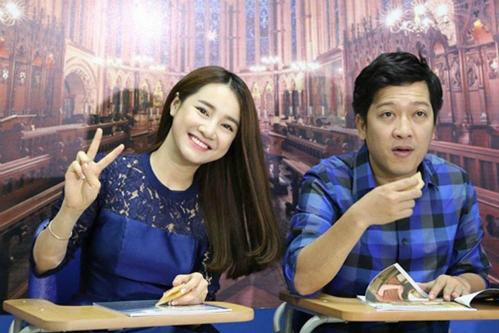 Có mặt trong một chương trình truyền hình, cả Trường Giang đều lựa chọn gam màu xanh navy chủ đạo.
