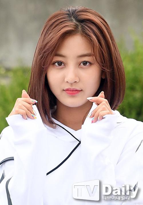 Ji Hyo bất ngờ xuống tóc và nhận nhiều lời khen ngợi với tạo hình mới.