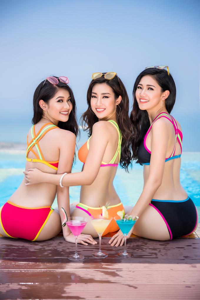 <p> Diện trang phục bikini màu sắc nổi bật, 3 cô nàng tự tin thả dáng.</p>