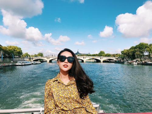 Tường Linh cho biết côtự thưởng cho bản thân chuyến đi đến các nước Pháp - Đức - Thụy Sĩ - Ý sau những ngày hè hoạt động và làm việc nỗ lực.