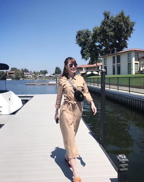 Quế Vân tươi rói dạo chơi ở Beverly Hills, Mỹ.