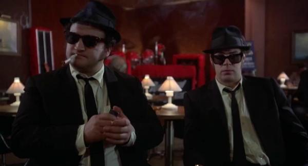 Chịu chơi như The Blues Brothers khi thuê trực thăng thả rơi ô tô trong một cảnh phim