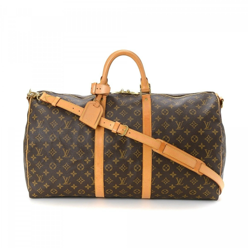 Chiếc túi xách bản to gam màu nâu đất mà Sơn Tùng mang theo cũng có giá lên tới 42,4 triệu đồng.