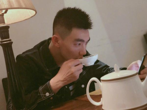 Trương Hinh Dư khoe ảnh chồng điển trai trên trang cá nhân ngày 14/8.