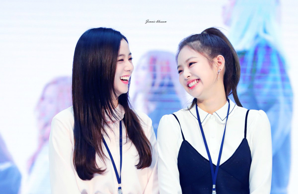 Ji Soo và Jennie (Black Pink) - bộ đôi visual đủ sức cân cả Kpop - 4