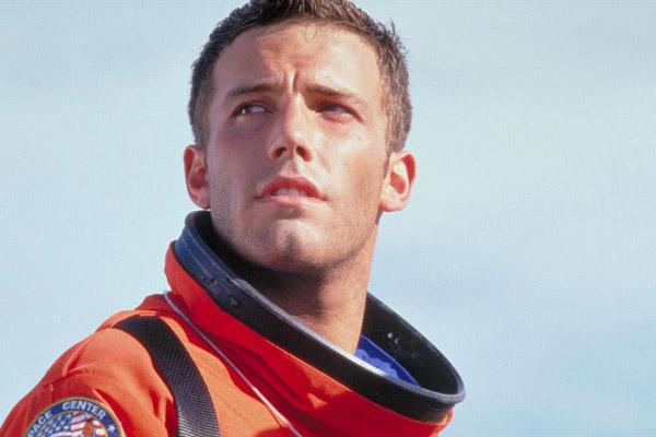 Đạo diễn Armageddon bắt nam chính phải sửa lại răng vì ngứa mắt - 2