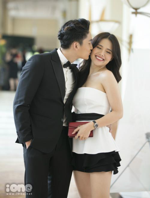 Phanh Lee không gặp khó khăn khi đóng cảnh nóng cùng Đình Tú.