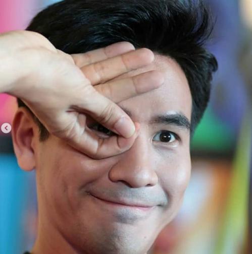 Nam diễn viên Pope Thanawat được fan khen ngợi đáng yêu.