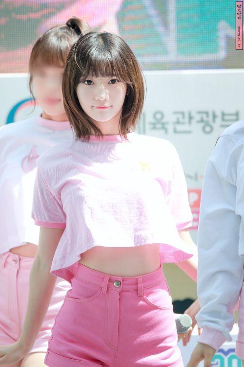 Binnie, tên thật là Bae Yoobin, sinh năm 1997. Cô nàng sớm bước chân vào làng giải trí khi từ bé đã tham gia một số bộ phim nhưSungkyunkwan scandal,I love you do not cry,More charming by the day...