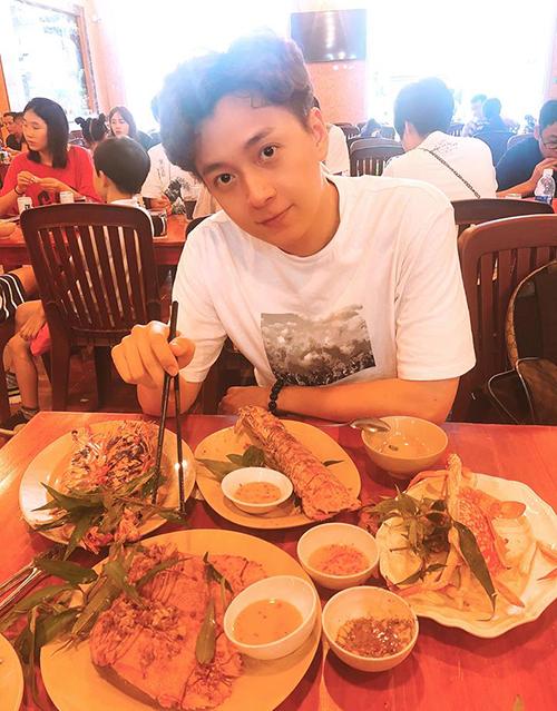 Ngô Kiến Huy đi ăn hải sản linh đình mừng sinh nhật tuổi 30.