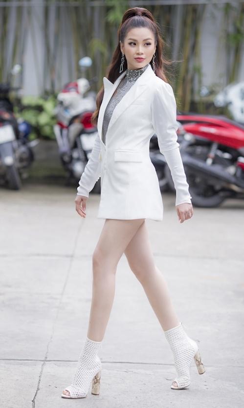 Diễm Trang diện cây trắng khoe chân thon dài miên man - 1