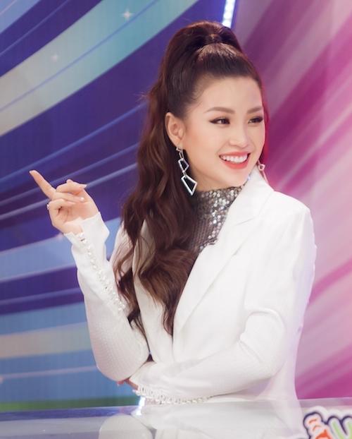 Khán giả thường xuyên được nhìn thấy hình ảnh biến hóa năng động ở Diễm Trang. Từ phong cách đĩnh đạc của một MC VTV trong bản tin Toàn cảnh 24h đến hình ảnh sang trọng tại các sự kiện, trẻ trung ở vai trò cầm cân nảy mực.