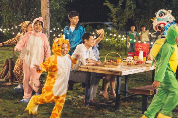 MV khiến người xem đã qua thời thơ ấu như được dịp tìm lại cảm xúc của ngày xưa.