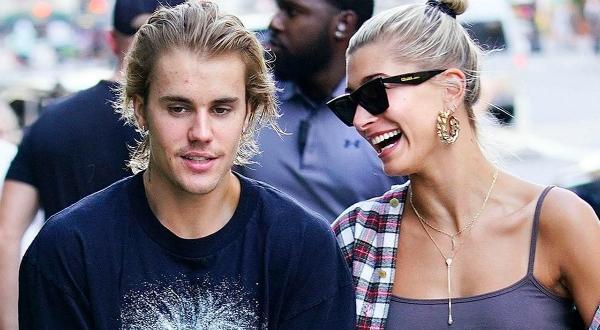 TMZ cũng tiết lộ rằng ngoài căn nhà ở Ontario, Justin Bieber cũng đang thuê một căn hộ ở West Hollywood,Los Angeles, California. Trong khi đó, Hailey hiện vẫn sống ở một căn hộ tại New York.