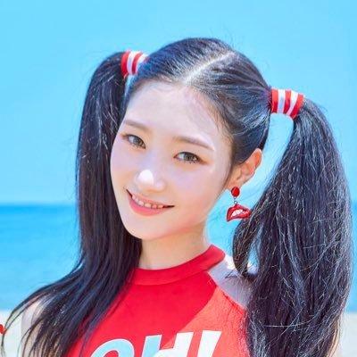 Jung Chae Yeon khiến mọi người bất ngờ vói tạo hình khác lạ trên bìa album. Thành viên DIA thoát khỏi hình ảnh dịu dàng thường ngày và phá cách hơn với style tóc tinh nghịch.