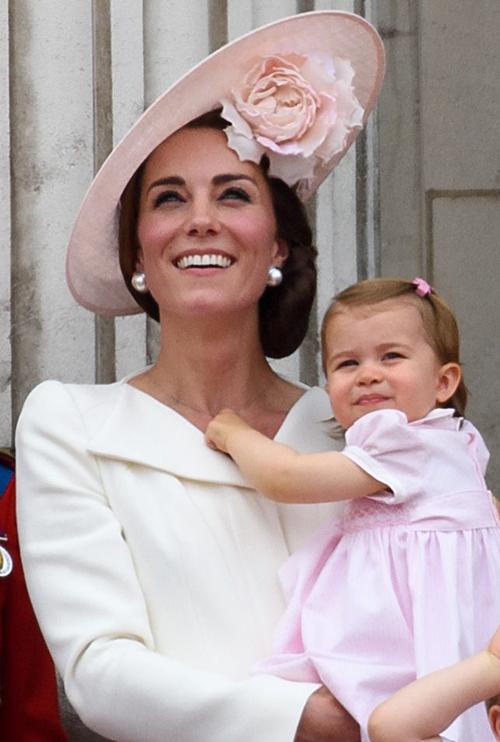 Tại sự kiện Trooping The Colour năm 2016, Công nương  công chúa xuất hiện trước nhân dân trong sắc hồng phấn.